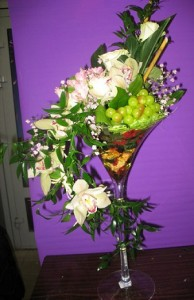 Композиция из цветов в бокале